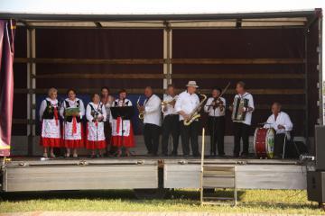 Galeria Dla mieszkańca - Sport i kultura - Zespoły Ludowe - Zespół Ludowy Trzy Dęby